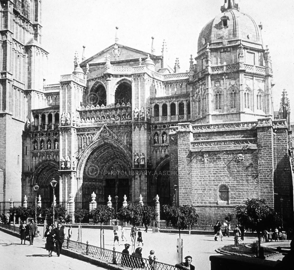 Catedral y Plaza del Ayuntamiento. Fotografía de Francis Rowland Yerbury en septiembre de 1924 © Architectural Association School of Architecture, signatura SPMD356-1