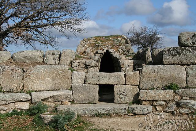 Tomba di Giganti Madau - Fonni