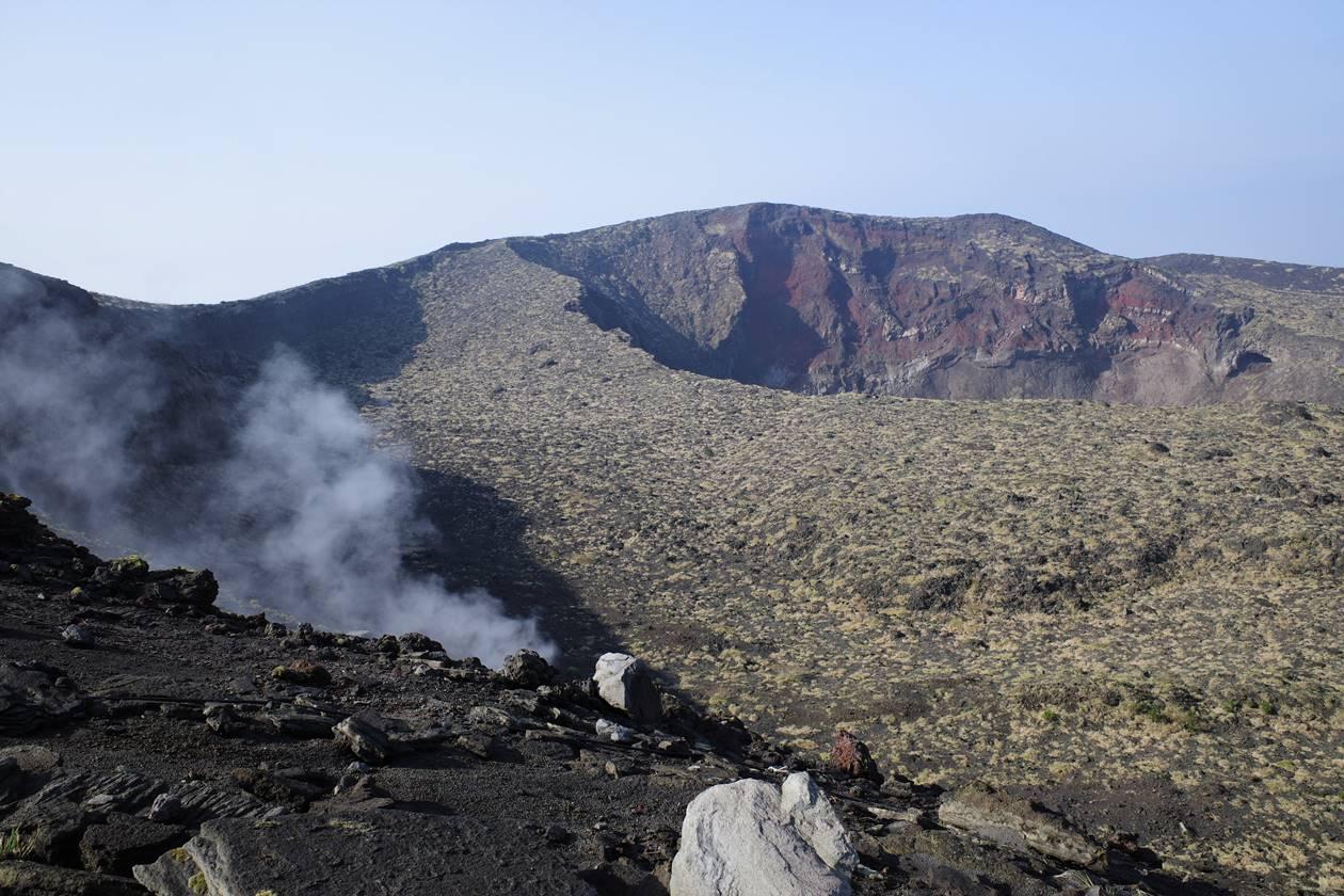 【伊豆大島】三原山 黒砂漠と大火口広がる絶景登山