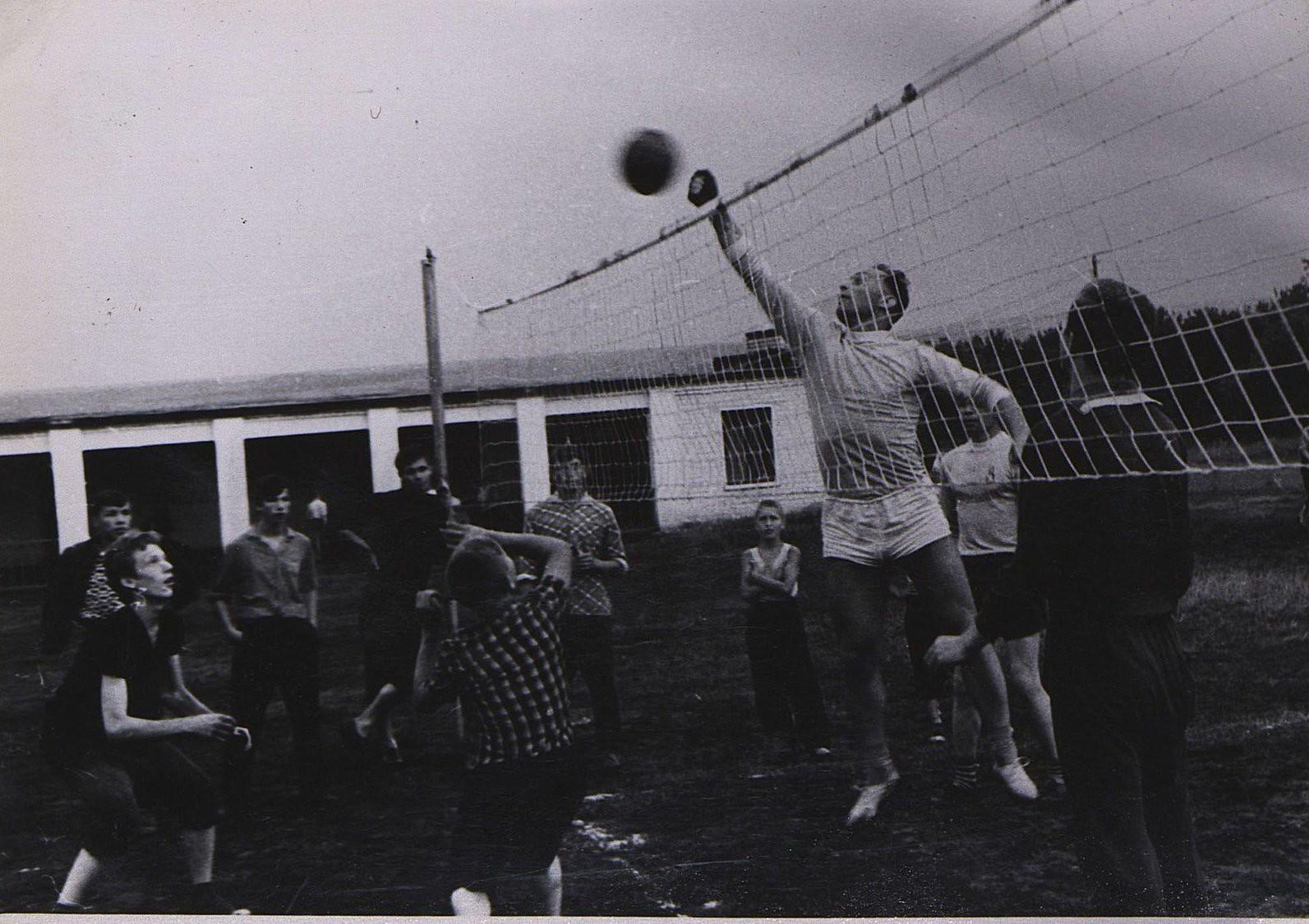 15. Игра в волейбол