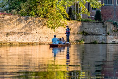 autumn cambridge england evening europe outdoor sunset eveningsun punting 日落 goldenhour punt 欧洲 rivercam 秋天 英国 eveningshadows 午后 午后阳光 剑桥 黄金小时