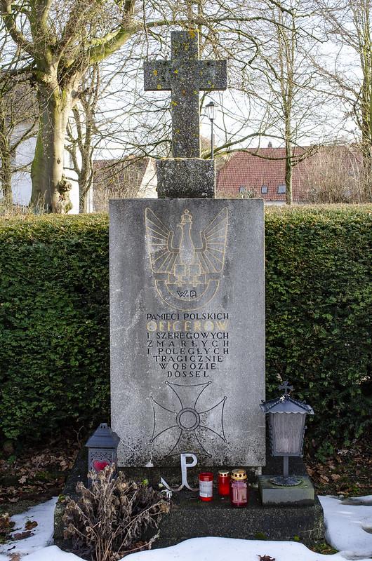 Kriegsgräberdenkmal auf dem Dösseler Friedhof