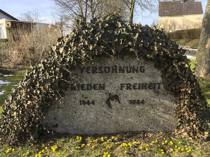 Mahnmal im Warburger Ortsteil Dössel