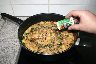 25 - Taste with dried basil / Mit Basilikum abschmecken