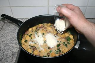 22 - Add parmesan / Parmesan hinzufügen