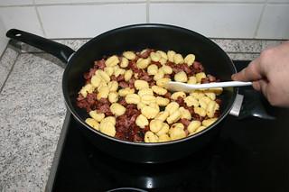 09 - Fry gnocchi / Gnocchi anbraten