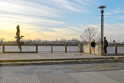 tulsa riverwalk d500 on1photoraw2020 sigma2414 adjustsharpness nikviveza topazdenoiseai people couple sunsetlight