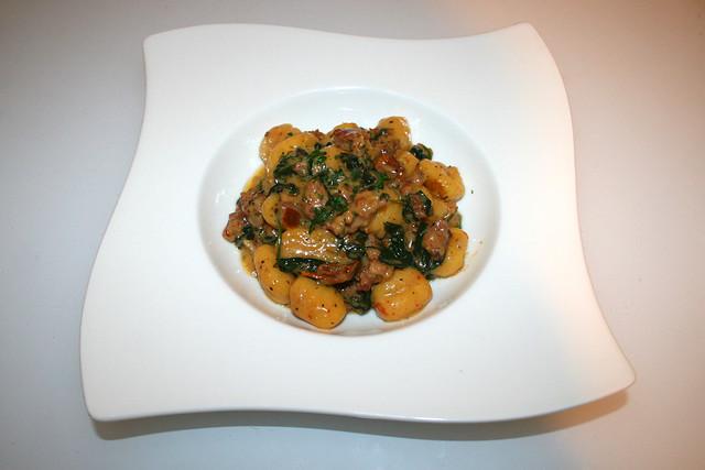 28 - Creamy tuscan sausage gnocchi with spinach - Served / Cremige toskanische Wurst Gnocchi mit Spinat  - Serviert