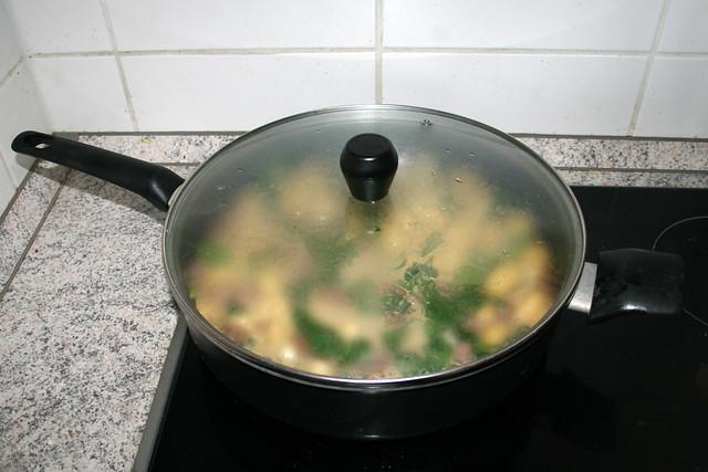 21 - Let spinach wilt / Spinat zusammenfallen lassen