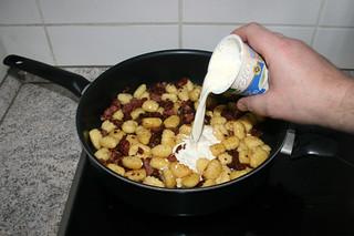 13 - Deglaze with cream / Mit Sahne ablöschen