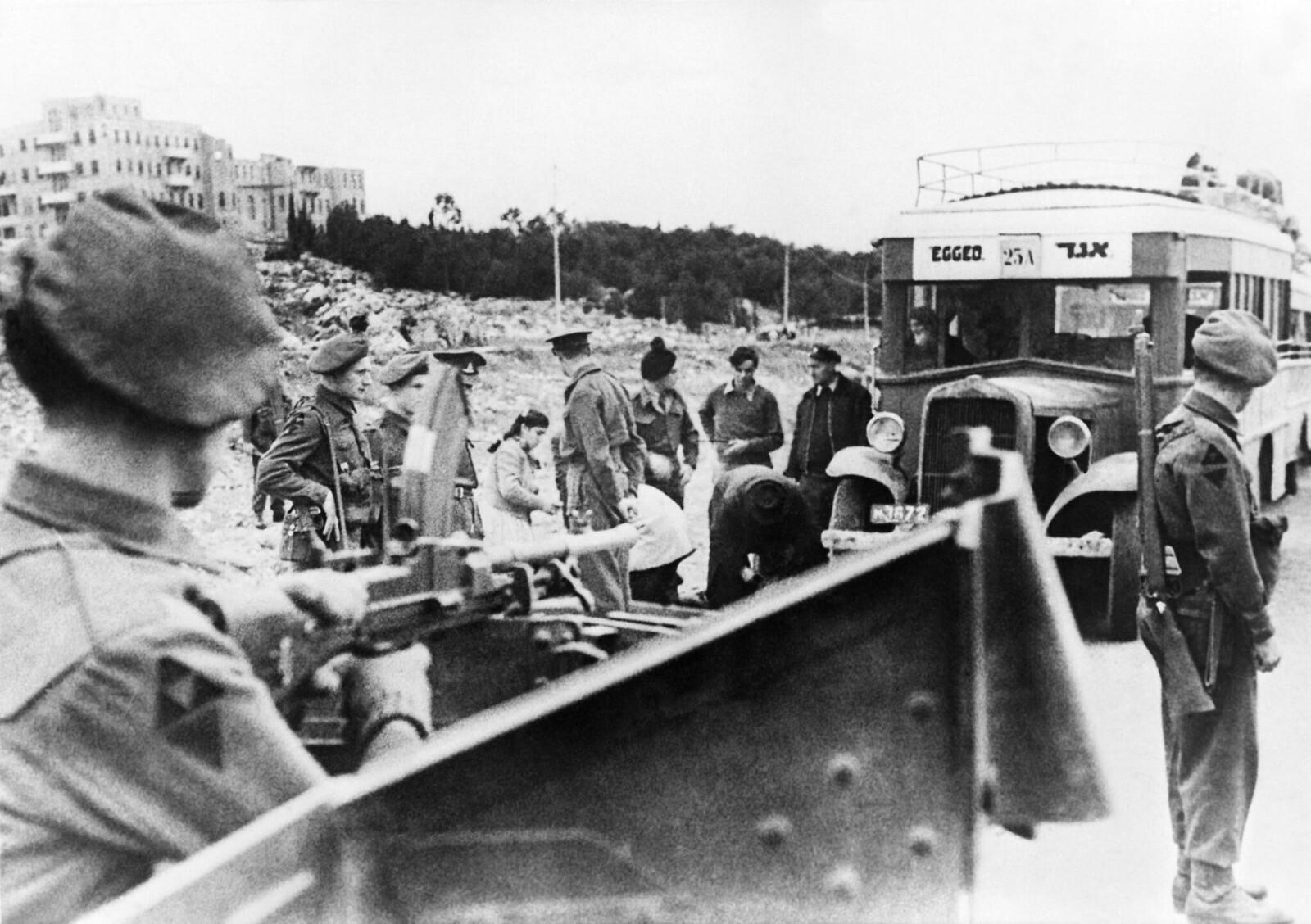 09. После атак «Иргун» на британцев, военные стали устраивать проверки на дорогах