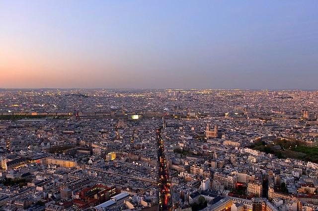Travellling Memories : Dusk Falls Over Paris, 2018