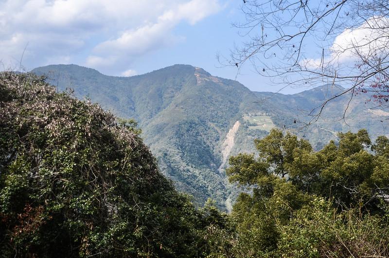 久久巢山稜線(H 1240 m)西望水頭谷山
