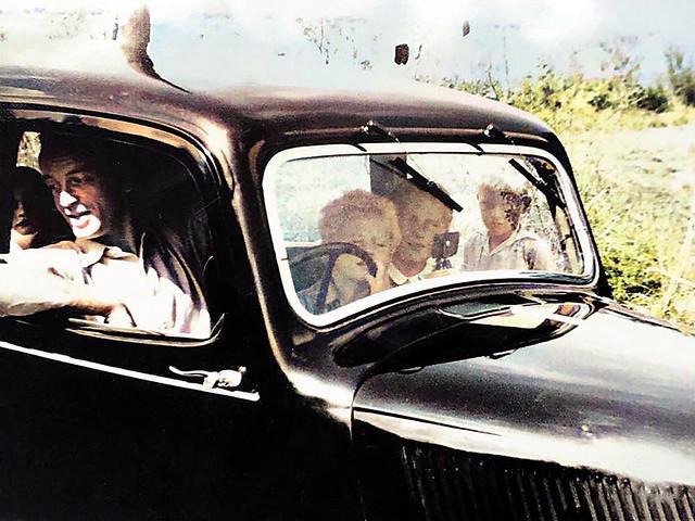 Frikkie Wiersum and cousins in a Citroën Traction Avant, Terschelling, 1947