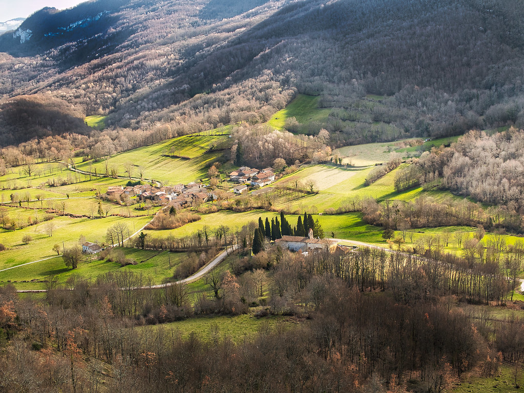 Roquefort les cascades vu du château de Teyre 50965215787_a77965eaa1_b