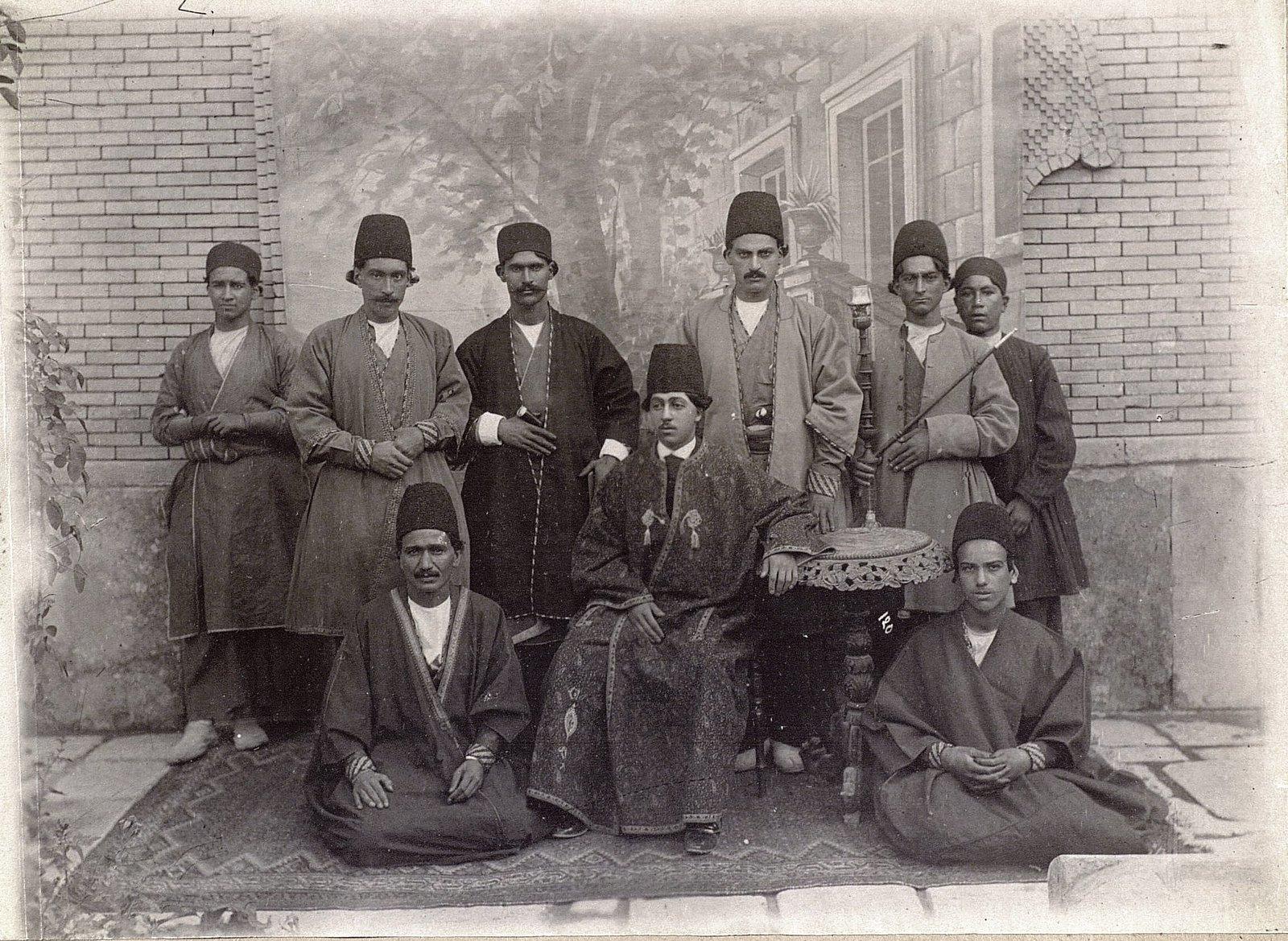 Сын каваша (коменданта) в Ширазе с сопровождением
