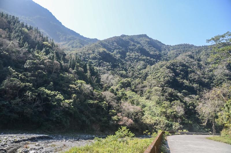 久久巢停車處西南面仰望於稜尾的久久巢山