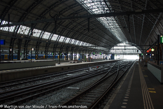 20210207_NL_Amsterdam-Centraal_Empty Platforms