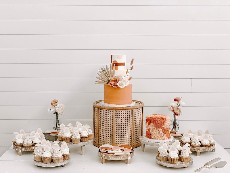 Cake by Feathers & Frosting