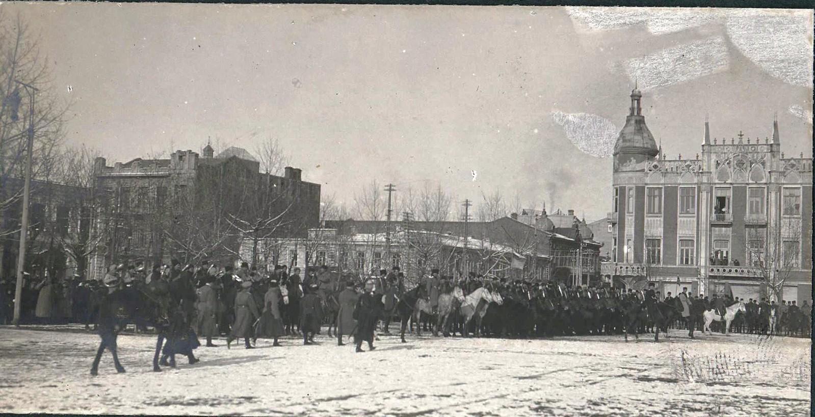 22. 1918. Генерал А. И. Деникин принимает парад Корниловского полка в г. Екатеринодаре