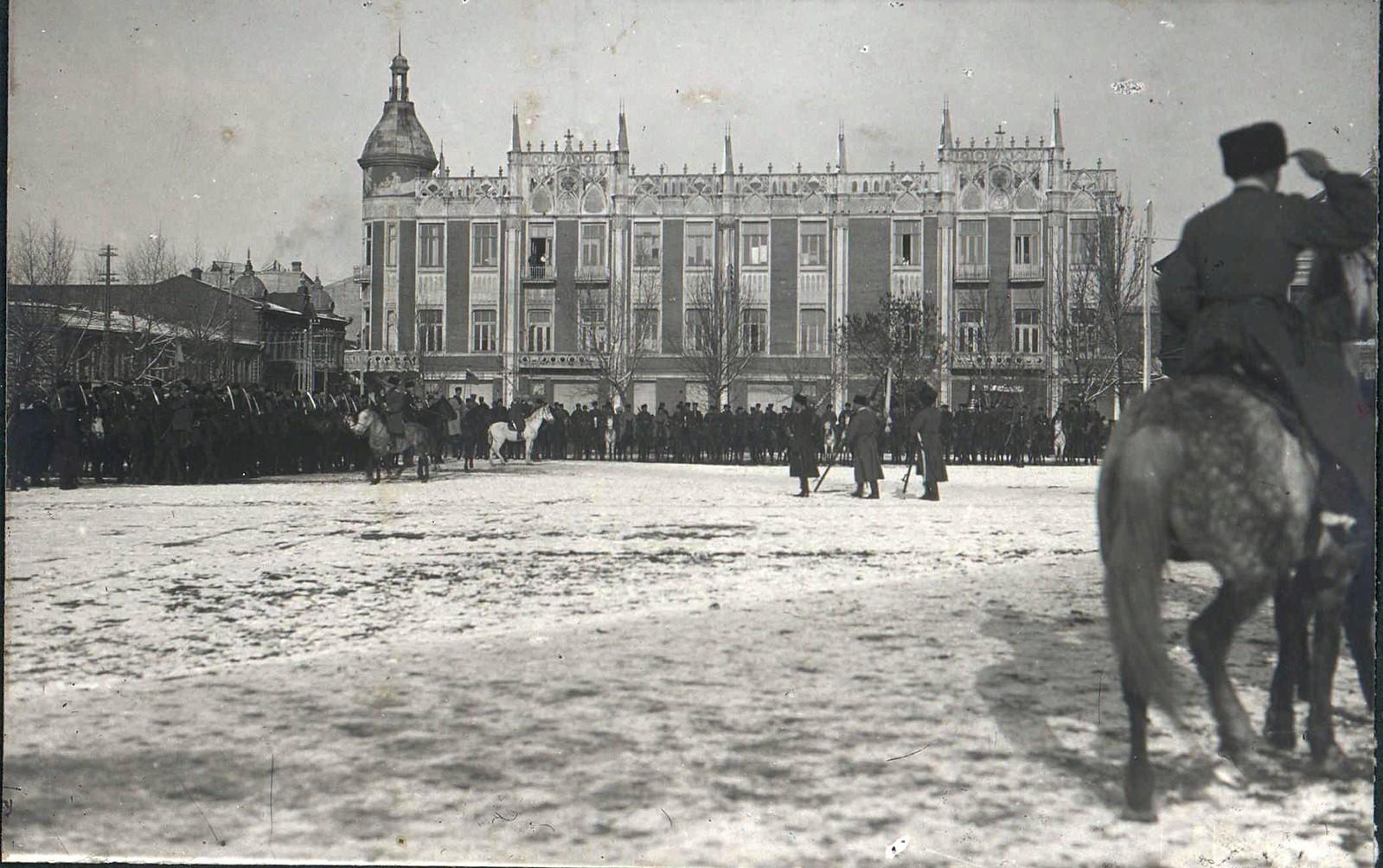 21. 1918. Генерал А. И. Деникин принимает парад Корниловского полка в г. Екатеринодаре
