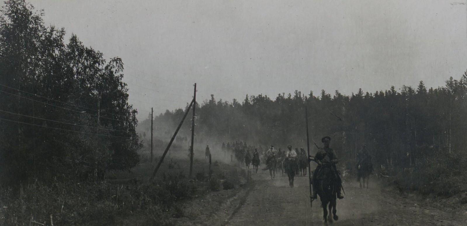 14. Кубанские и донские казаки в походе.