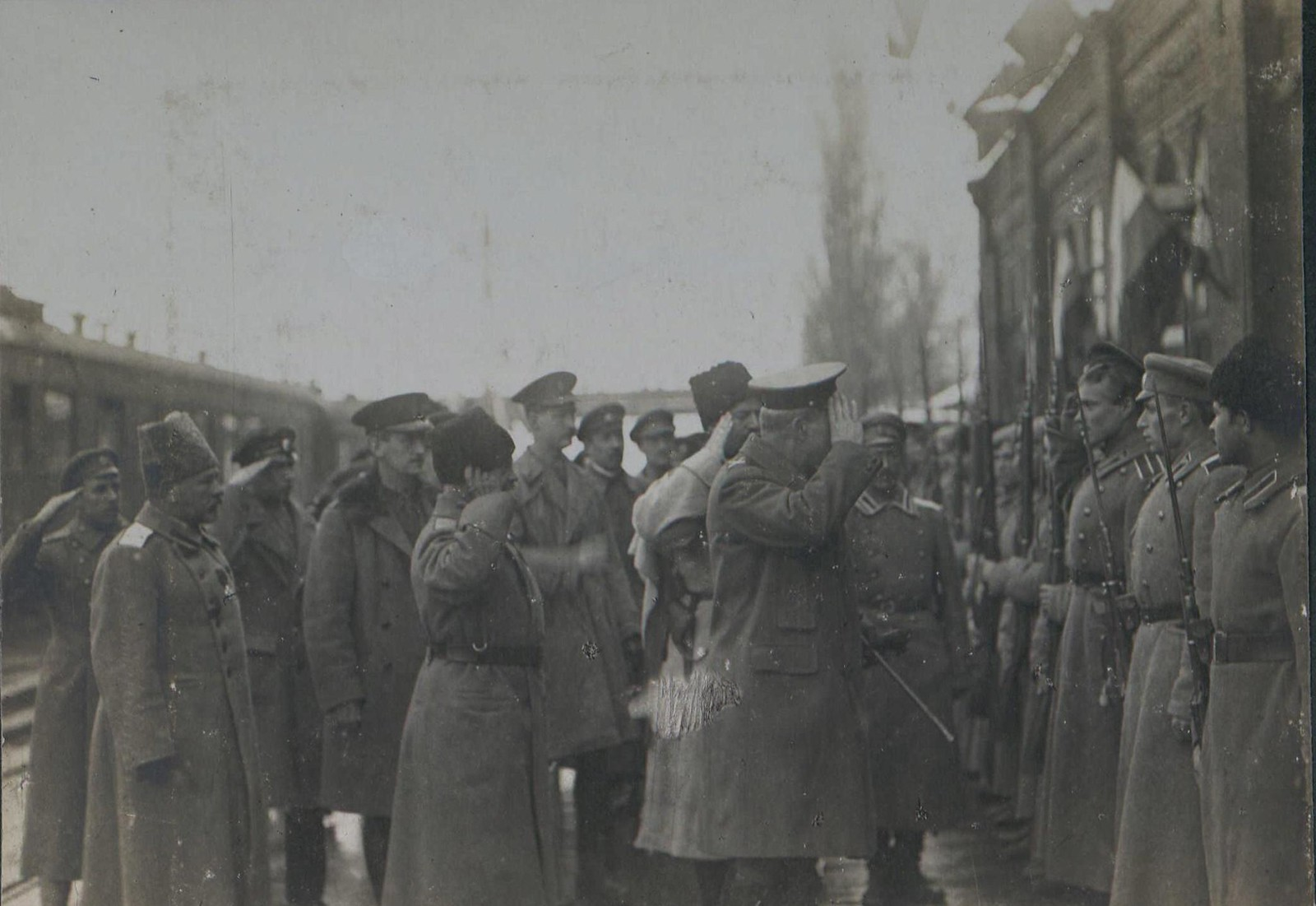 11. 1918. Генерал Фредерик Пуль осматривает почетный караул.  Новороссийск. 3 декабря