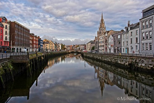 ireland cork reflection river riverlee sky clouds parliamentbridge georgesquay fathermathewquay southchannel