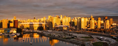 2021 vancouver vancouverbc vancouvercity cityofvancouver bc bcplace bcplacestadium rogersarena cropped vignetting tedmcgrath tedsphotos falsecreek falsecreekeast eastfalsecreek water waterreflection reflection buildings sunrise georgiaviaduct dunsmuirviaduct cranes constructioncranes wideangle widescreen boats canada cans2s luminarai