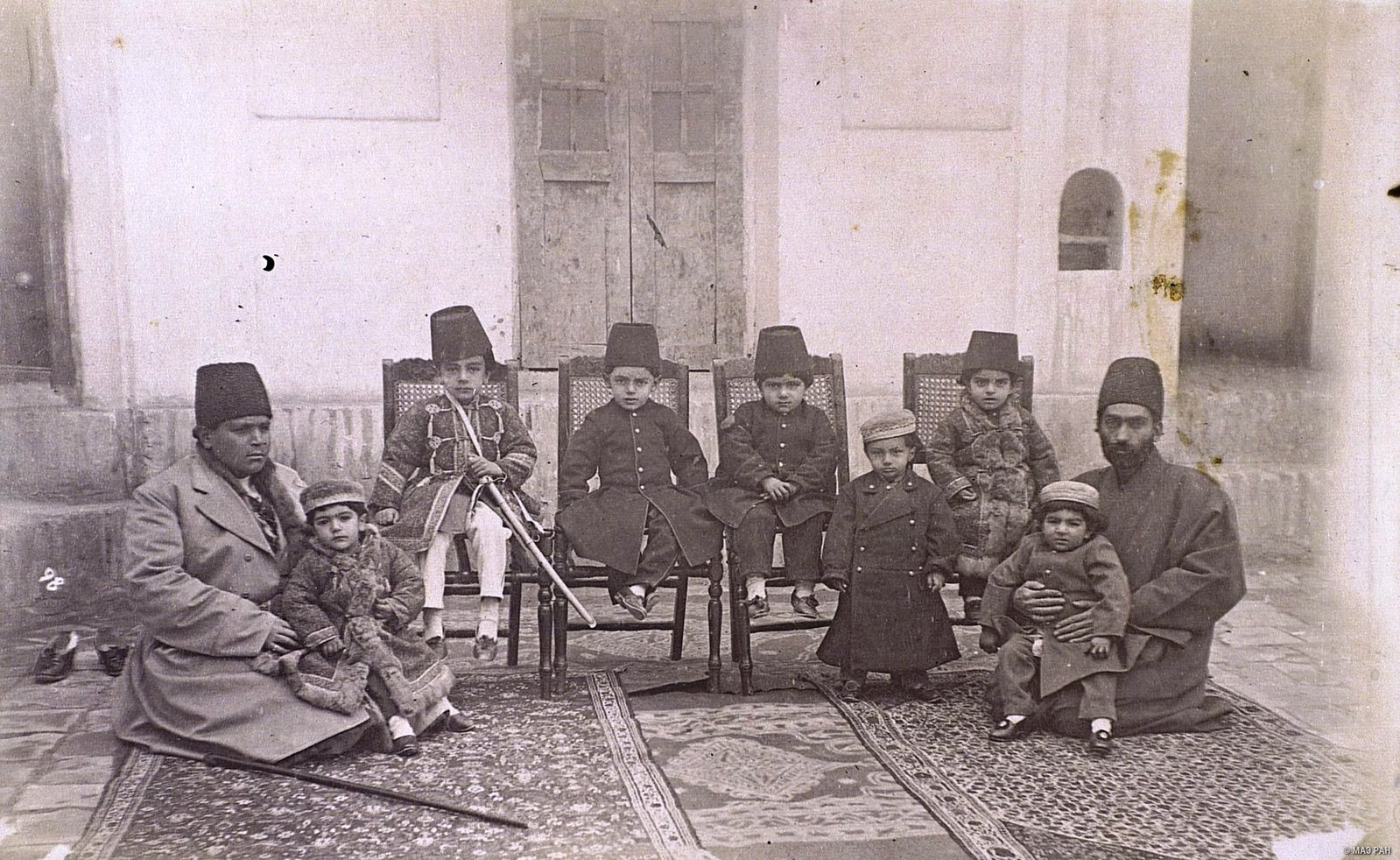 Семья богатого иранца.