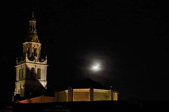 Santa María y la luna