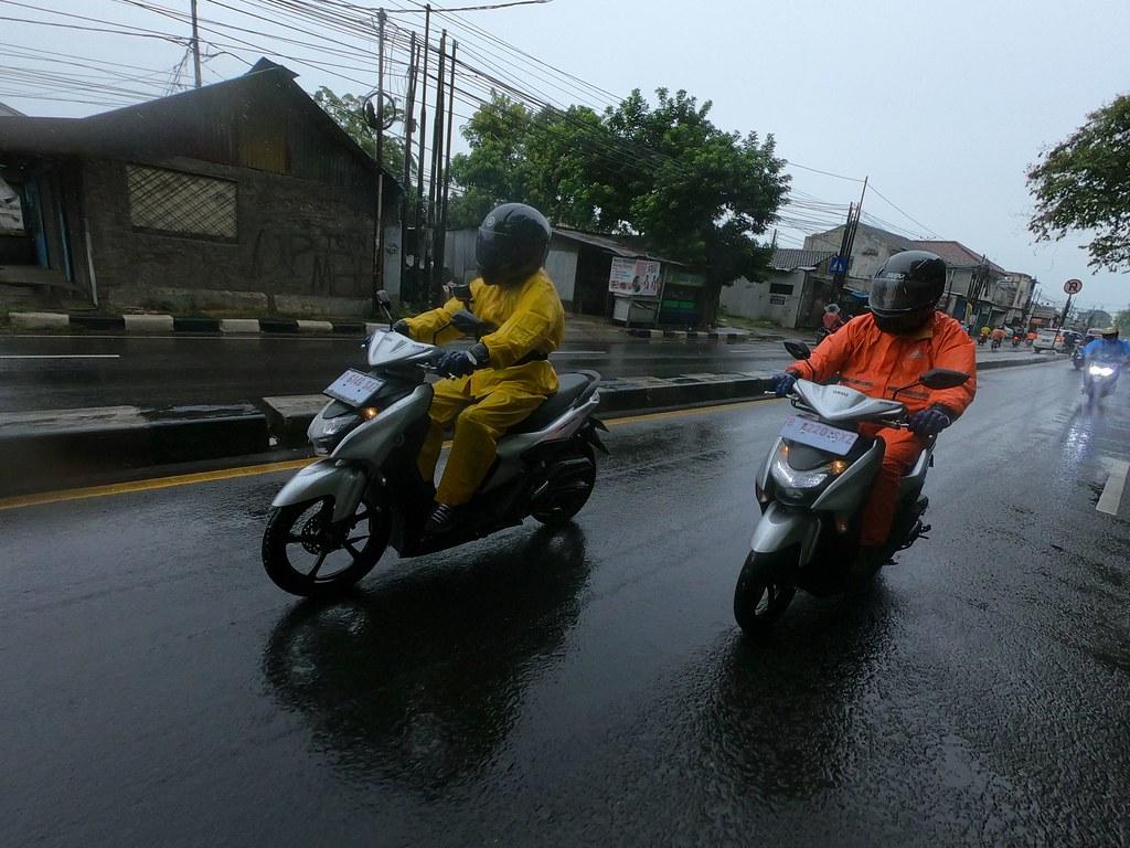 Tips Menghindari Potensi Bahaya Saat Berkendara di Musim Hujan