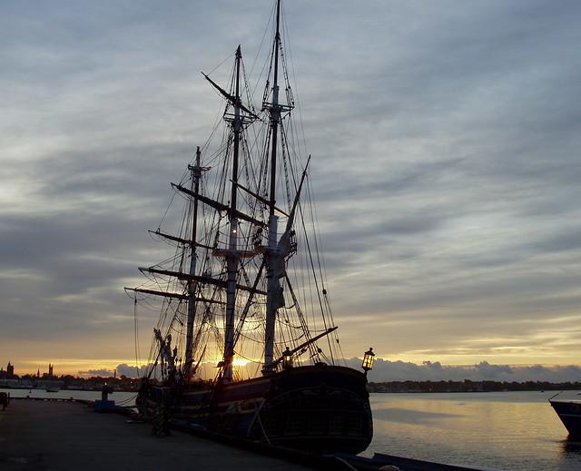 THE TALL SHIP - THE HMS BOUNTY