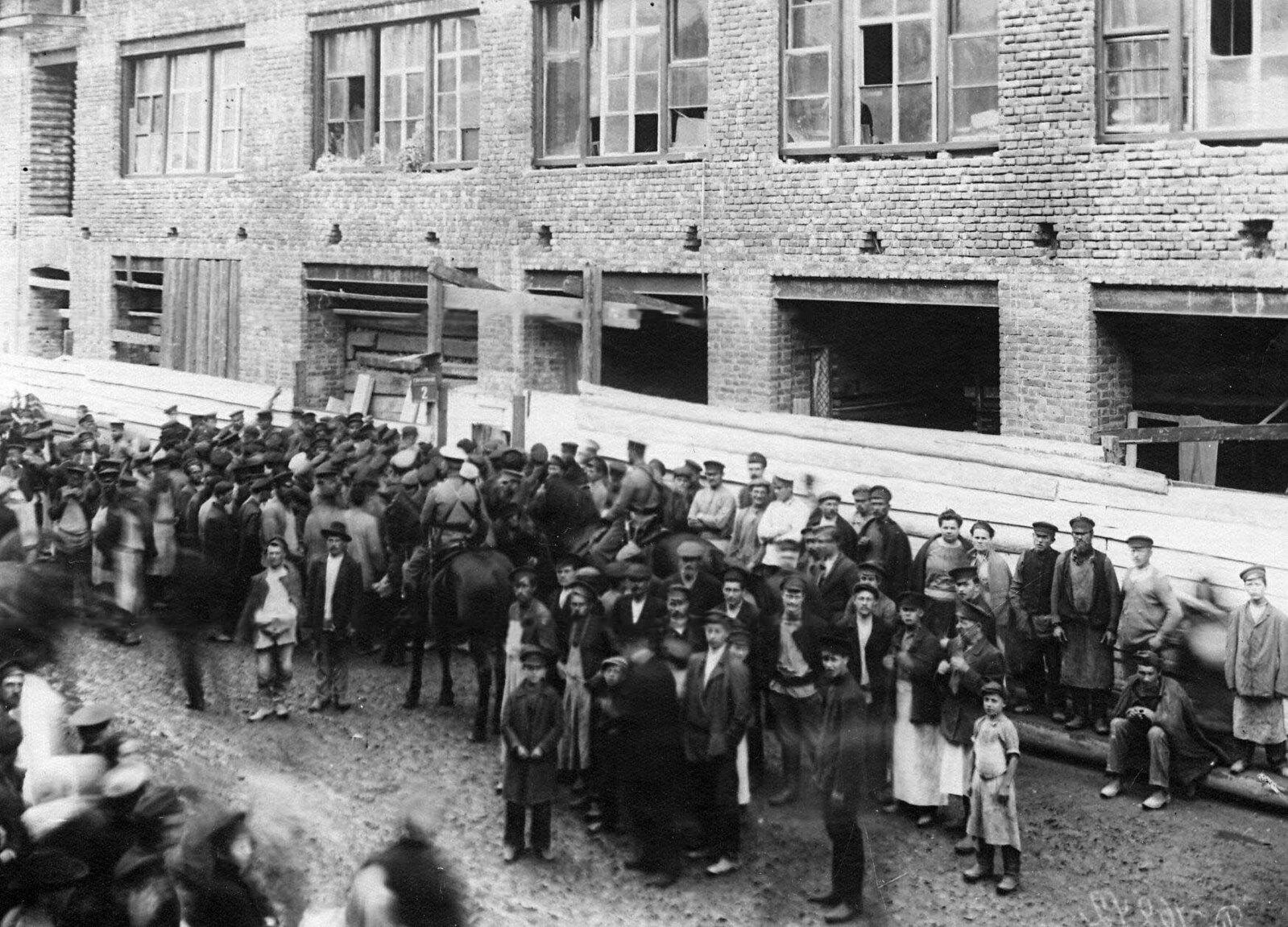 18. 1912. Демонстрация протеста против Ленского расстрела. Санкт-Петербург. 15 апреля
