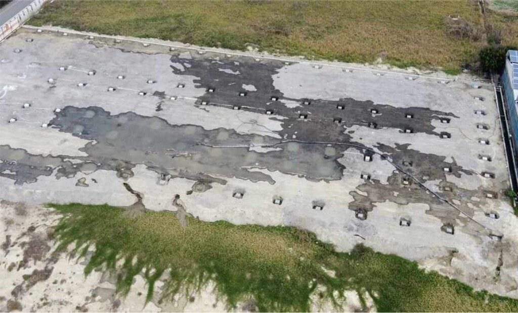 彰化縣芳苑鄉已有三個場址,以菇類栽培場整地工程等名義,將低密度再生透水混凝土回填到「農牧用地」