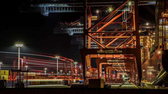 Hafen Hamburg bei Nacht  MABA8380