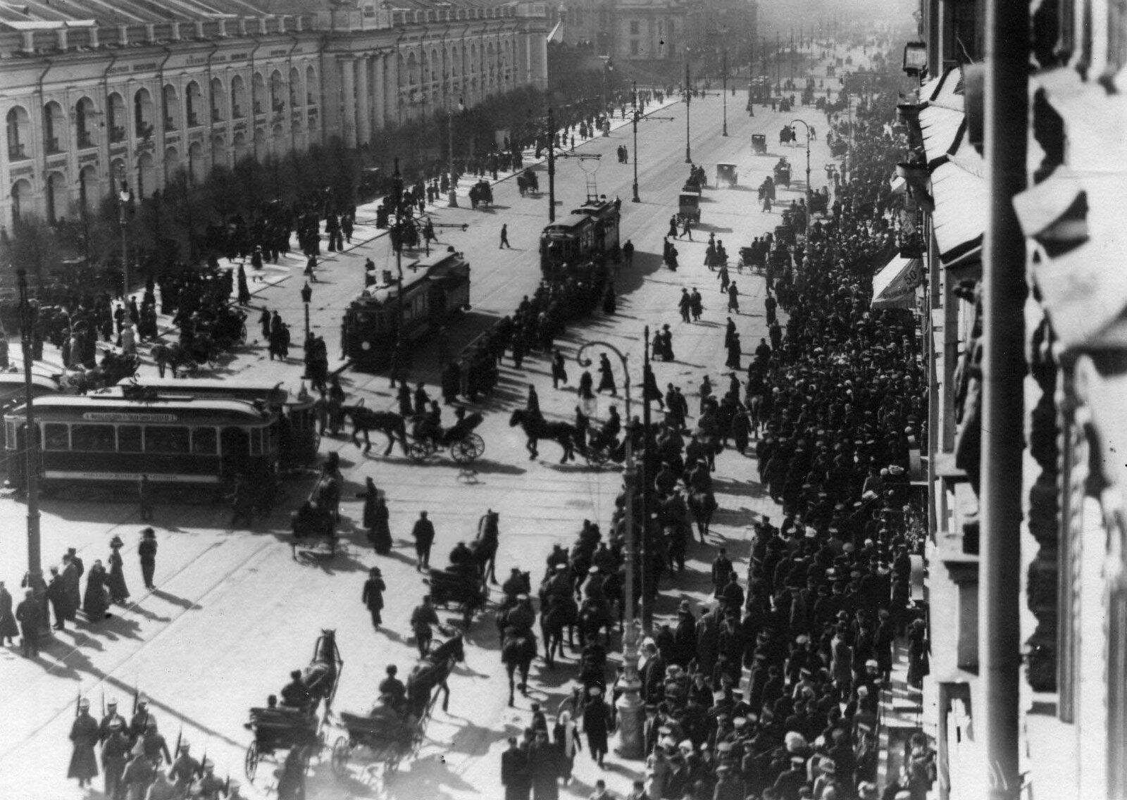 20. 1912.Демонстрация протеста на Невском проспекте. Санкт-Петербург. 15 апреля