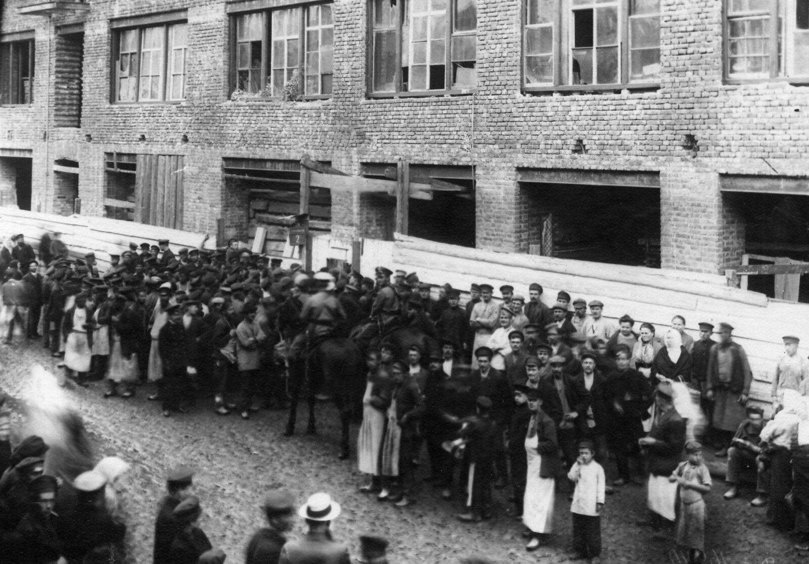 17. 1912. Демонстрация протеста против Ленского расстрела. Санкт-Петербург. 15 апреля.