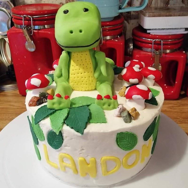 Cake by Sam Makes & Bakes