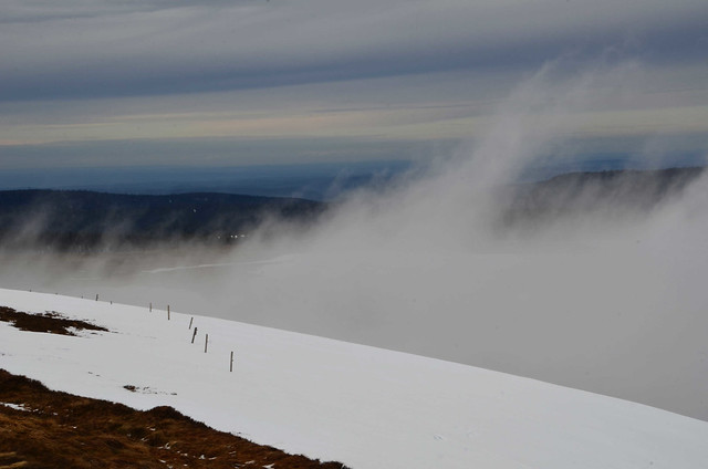 Les nuages nagent comme des enveloppes géantes  -  Clouds swim like giant envelopes