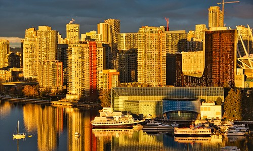 2021 vancouver vancouverbc vancouvercity cityofvancouver bc britishcolumbia cropped canada cans2s vignetting tedmcgrath tedsphotos reflection water waterreflection boats falsecreek falsecreekeast eastfalsecreek parqcasino enerprisepavilion seawall vancouverseawall sunrise cranes constructioncranes highrise buildings enterprisehall falsecreekvancouver luminarai