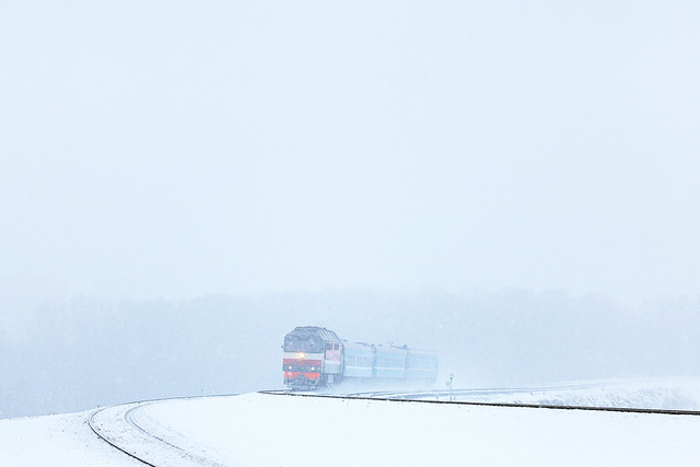 Пассажирский тепловоз ТЭП70-0358 на перегоне Могилёв-2/Могилёв-1.