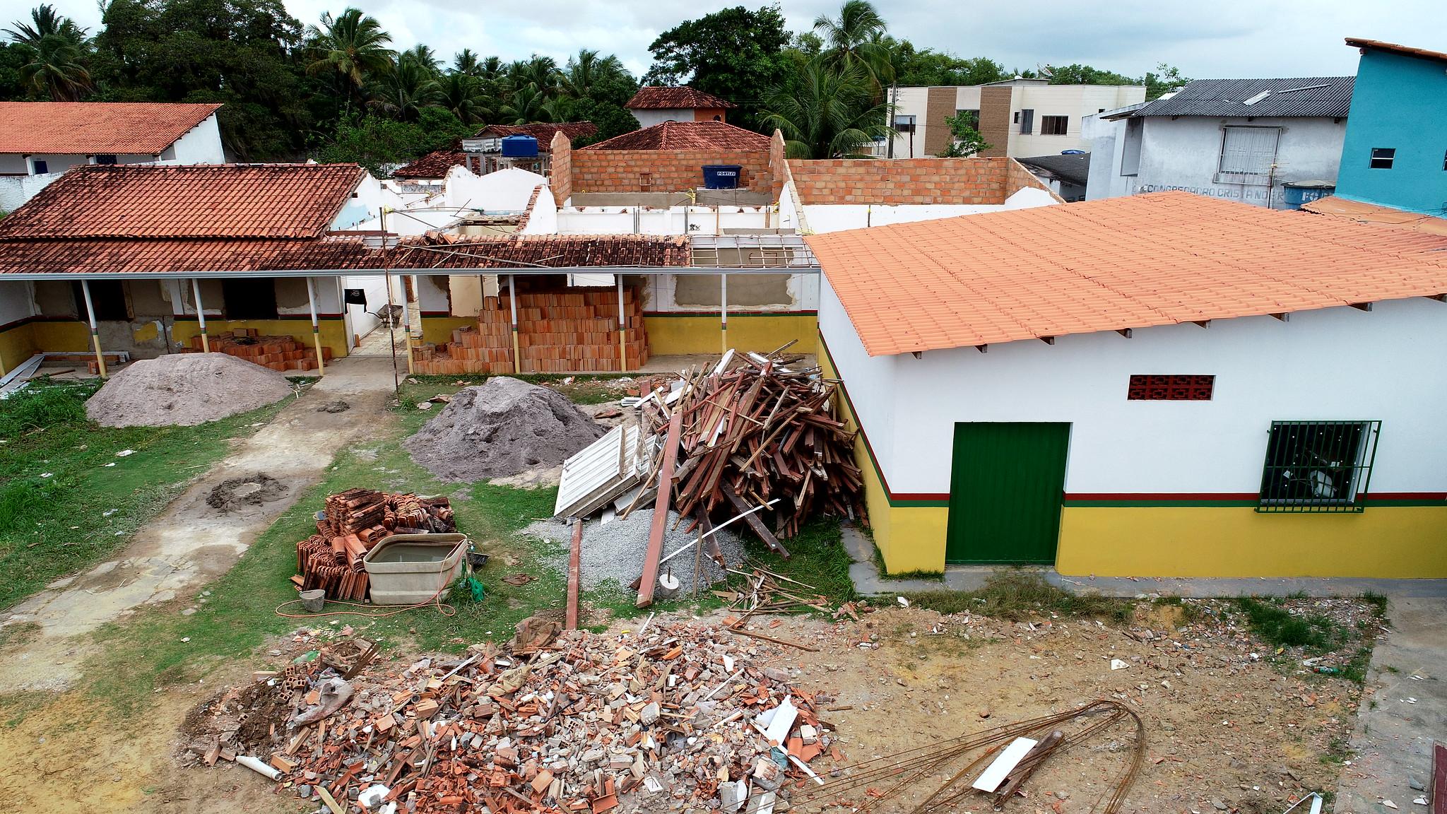 Vista aérea das obras de reforma e revitalização da sede da Secretaria de Educação de Caravelas (2)
