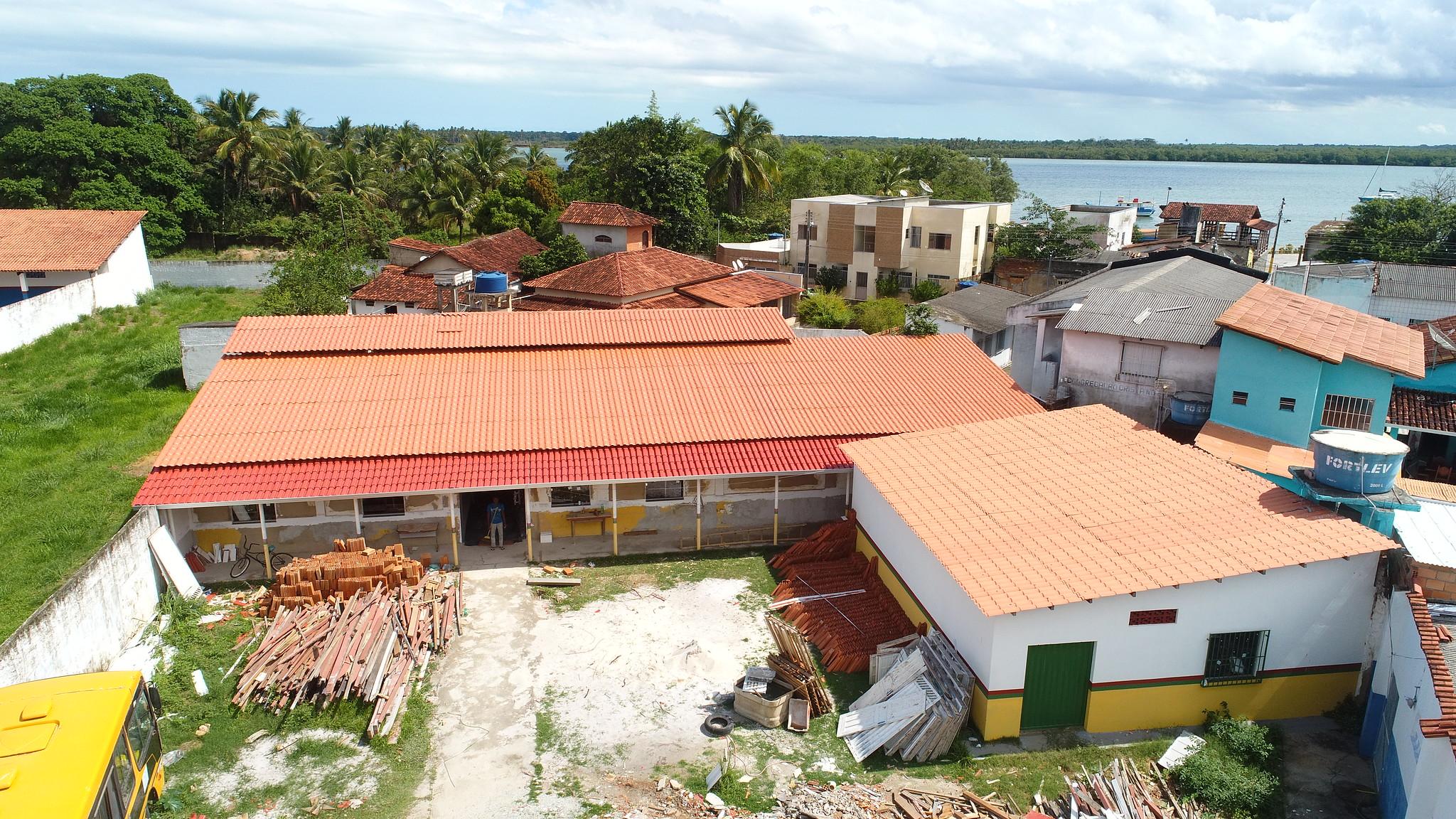 Vista aérea das obras concluídas no telhado da Secretaria de Educação de Caravelas (1)