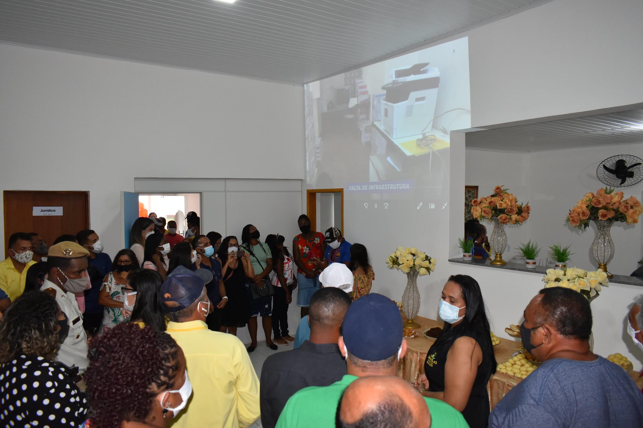 Momento de apresentação do vídeo do antes e depois das obras na Secretaria de Educação de Caravelas (1)