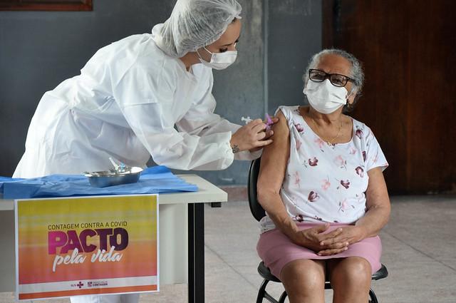 Aplicação da vacina contra o COVID-19 na UBS CAD