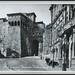 8220 R Perugia Arco Etrusco e Università Italiana per gli Stranieri. University of the foreigners and etruscan gate. 323 - Ediz. N. Pellegrini - Via Cialdini 16 Perugia  Vera fotografia OMNIAFOTO Torino Anno ~ 1965. AMN