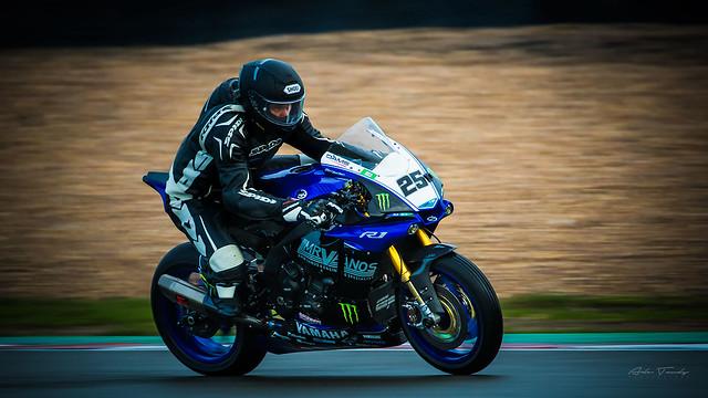 (25)  Yamaha R1 - Mr Vanos BMW