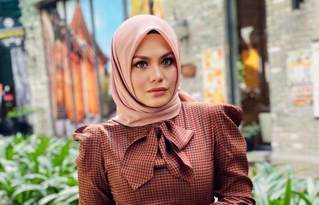Zulin Aziz... Hos Wow Cantik