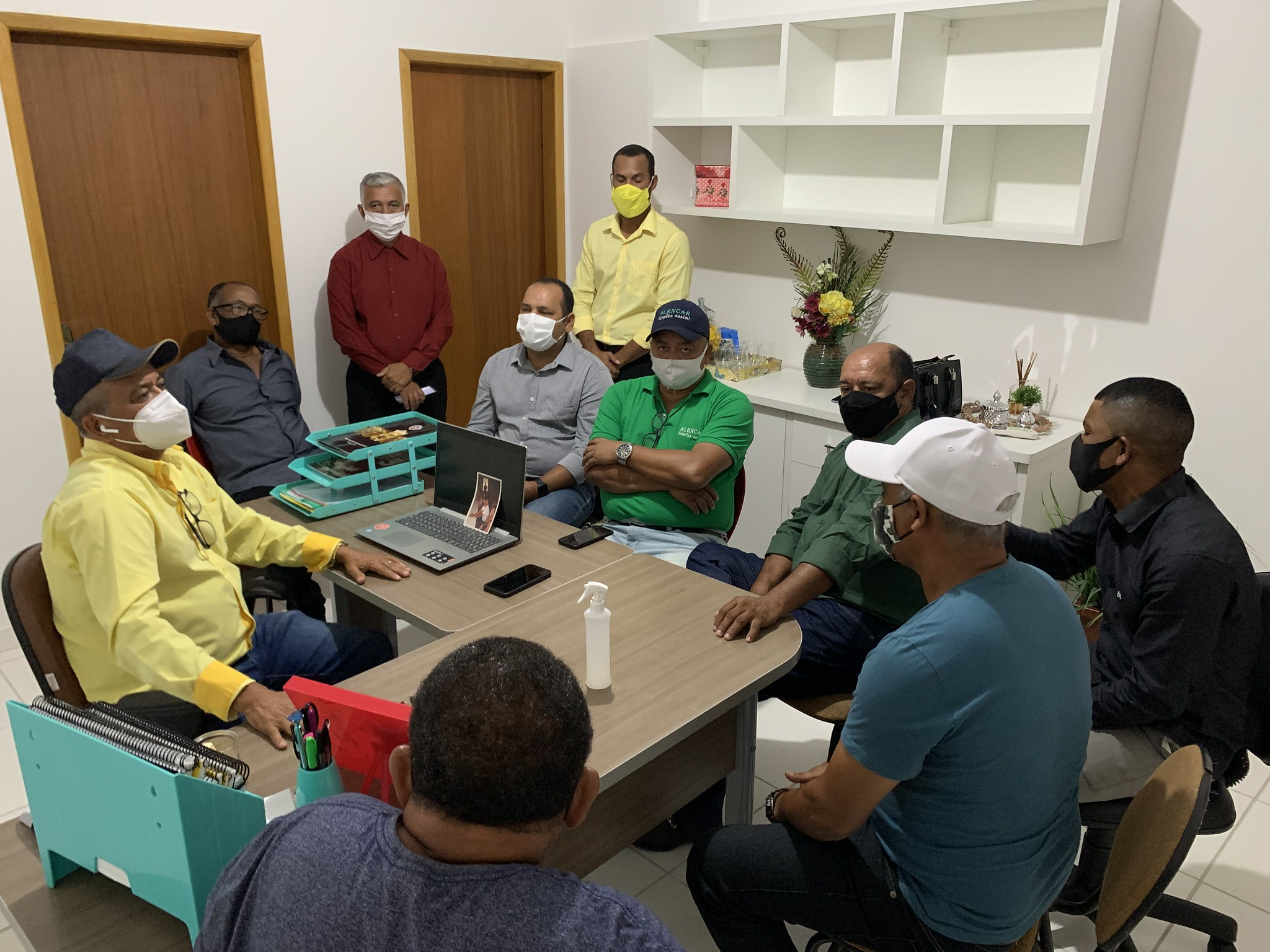 Silvio Ramalho (Prefeito de Caravelas) e nove dos onze vereadores do município (2)